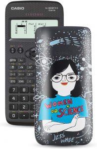 Calculadora científica Casio FX-82SPXII Iberia con ilustración de Jess Wade - Las mejores calculadoras científicas que comprar por internet - Mejor calculadora científica del mercado