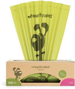 Dispensador de bolsas para excrementos de perro de 300 unidades de Earth Rated - Las mejores bolsas para recoger la caca del perro que comprar por internet